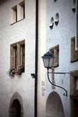 Street lamp on a wall — 图库照片
