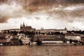 Foto retro del río vlava y vieja praga — Foto de Stock