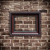 Bilderrahmen auf grunge-mauer — Stockfoto