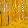 Two Gold Champagne Flutes — Stockfoto
