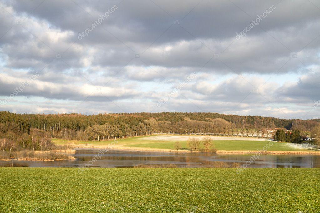 Фотообои Небольшое озеро в Баварии, Германия, в конце осени
