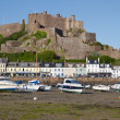 The small town of Gorey with Mont Orgueil Castle, Jersey, UK — Stock Photo