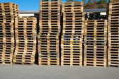 Pallets stacked in a pile outside — Stock Photo
