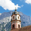 Beautifully painted church steeple in the town of Mittenwald, Bavaria — Foto de Stock