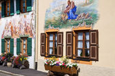 Beautifully painted houses in the village of Mittenwald, Bavaria — Stock Photo