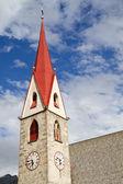 Historické kostelní věže v jižní tyrolsko, itálie — Stock fotografie