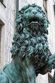 在慕尼黑的青铜狮子塑像 — 图库照片