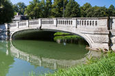"""Stone bridge crossing the """"Nymphenburg"""" canal in Munich, Germany — Stock Photo"""