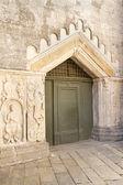 Puerta histórica de la iglesia en italia — Foto de Stock