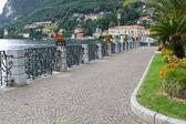 Promenade at the town of Menaggio at lake Como, Italy — Stock Photo