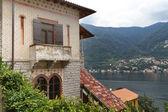 Alte villa mit blick auf see como, italien — Stockfoto