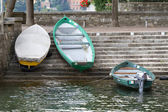 Boats at the tiny harbour of Torno at lake Como in Italy — Foto de Stock