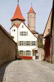 Dinkelsbühl, deutschland, stadtmauer mit alten abwehrturm — Stockfoto