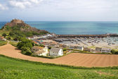 Mont Orgueil Castle with harbour in Gorey, Jersey, UK — Stock Photo
