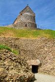 Entrée de la tombe mégalithique de la hougue bie, avec chapelle, jersey, royaume-uni — Photo