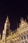 Münih, Bavyera, yeni Belediye Binası gece — Stok fotoğraf
