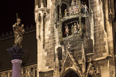 Chimes on the Munich new city hall with facade at night — Stock Photo