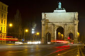 "The historic ""Siegestor"" in Munich, Germany, at night — Stockfoto"