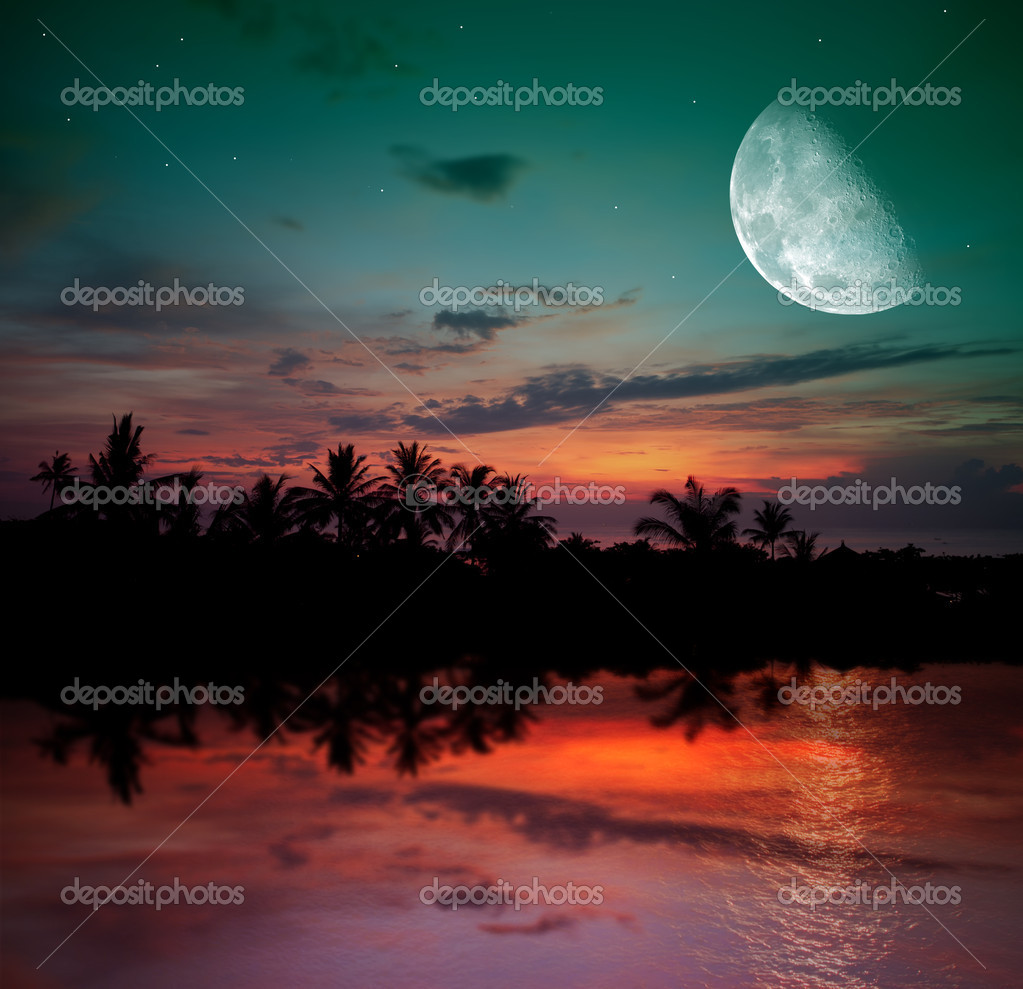 Magical evening on the ocean and the moon — Stock Photo #9221515