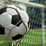 voetbal. de bal vliegt in de netto poort — Stockfoto