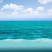 Beautiful vibrant blue water reflections — Stock Photo