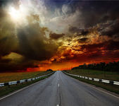 Road and perfect sunset sky — Stockfoto