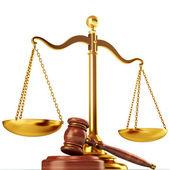 Spravedlnost měřítku a dřevěné kladívko — Stock fotografie