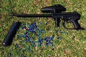 Paintball marker and pod with paintballs — Stock Photo