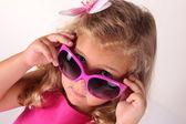 Ragazza in occhiali da sole rosa — Foto Stock
