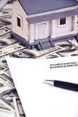 Real estate agreement — Стоковое фото