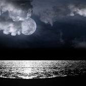 Beautiful full moon behind cloudy — Stock Photo