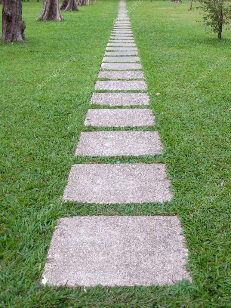 pedra jardim caminho:Caminho de pedra de jardim — Fotografias de Stock © Exsodus