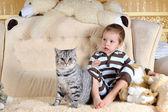 子供と猫 — ストック写真