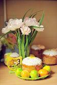 Paskalya ve çiçekler — Stok fotoğraf