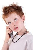 分離上の白い背景を見て、電話でかわいい男の子のスタジオ セッション — ストック写真