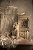натюрморт с часами и медведем — Stock Photo
