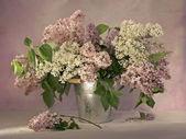 Natureza morta com lilás — Foto Stock