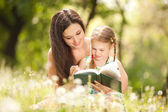 Mother with daughter in the park — Fotografia Stock