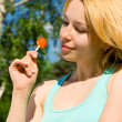 Pretty womwith sweetmeat rest in park — Stock Photo #9255432