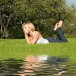 Sweet woman rest on the grass - Foto Stock