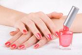 Уход для ногтей красивая женщина — Стоковое фото