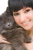 Retrato da moda mulher com gatinho engraçado — Foto Stock