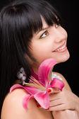 Mladá žena s lily květina — ストック写真