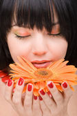 Young woman with gerber flower — Stockfoto