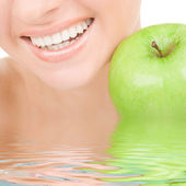 Healthy teeth and green apple — Stockfoto
