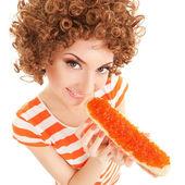 Kadın beyaz zemin üzerine karaca ile sandviç yemek eğlenceli — Stok fotoğraf