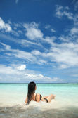 Cute woman relax on the summer beach — Stock Photo