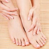 Zorg voor mooie vrouw benen — Stockfoto
