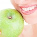 Healthy teeth and green apple — Stock Photo #9757628