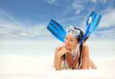 Happy woman with snorkeling equipment on the beach — Stock fotografie